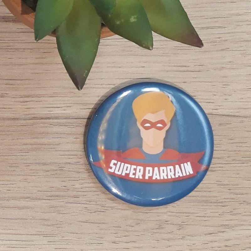 Magnet, badge réalisé à la main dans notre atelier de Lambersart (Lille) pour un parrain.