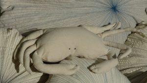 petit-coussin-crabe-blanc-repose-tete-chanvre