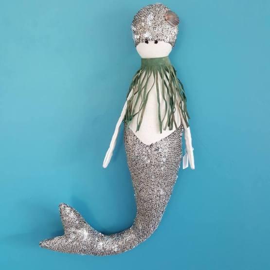 sirene-des-mers,sirène, mermaid, poupée originale, poupée sirène, doll mermaid, sirène, poupée décorative à suspendre, créations textiles, Frédérique Petit