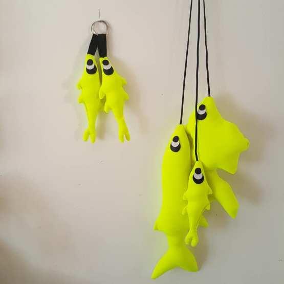 pêche de trois poissons jaune fluo, poissons tissus, poissons déco,