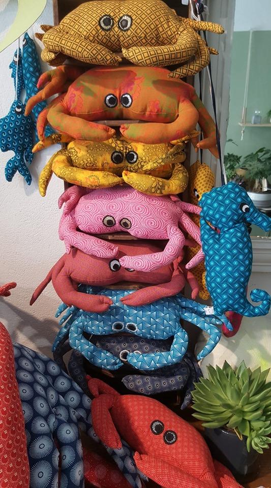 crabes, reposes-t^te, Saint tropez, foire de la Sainte Anne,réations textiles, Fred Petitmade in France, artisanat