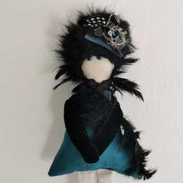 Irina-poupee-piece-unique-poils-perles-et-plumes