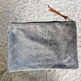 pochette-velours-gris-souris