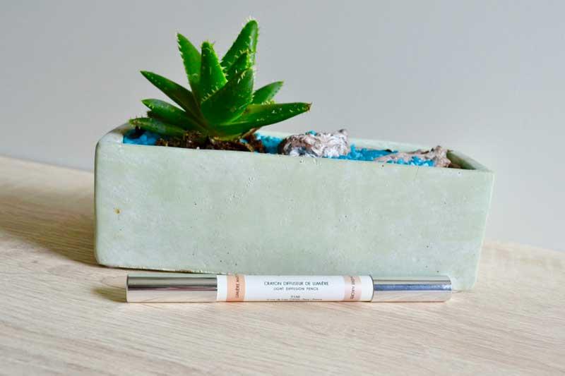 crayon révélateur de sourcils et crayon diffuseur de lumière harcourt studio