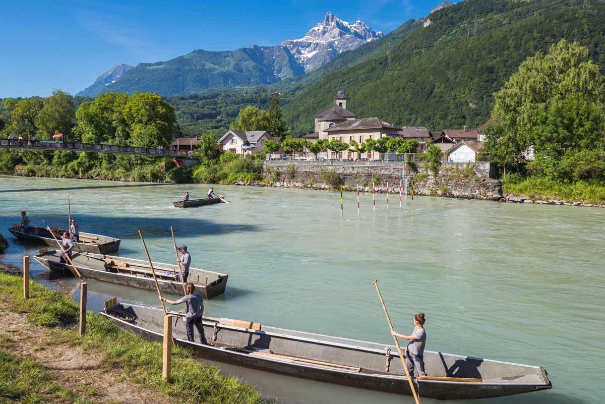 Swiss Rhône Contest – 10 et 11 juin 2017. Concours national de navigation en barque à fond plat sur le Rhône à Bex. © Fabrice Ducrest