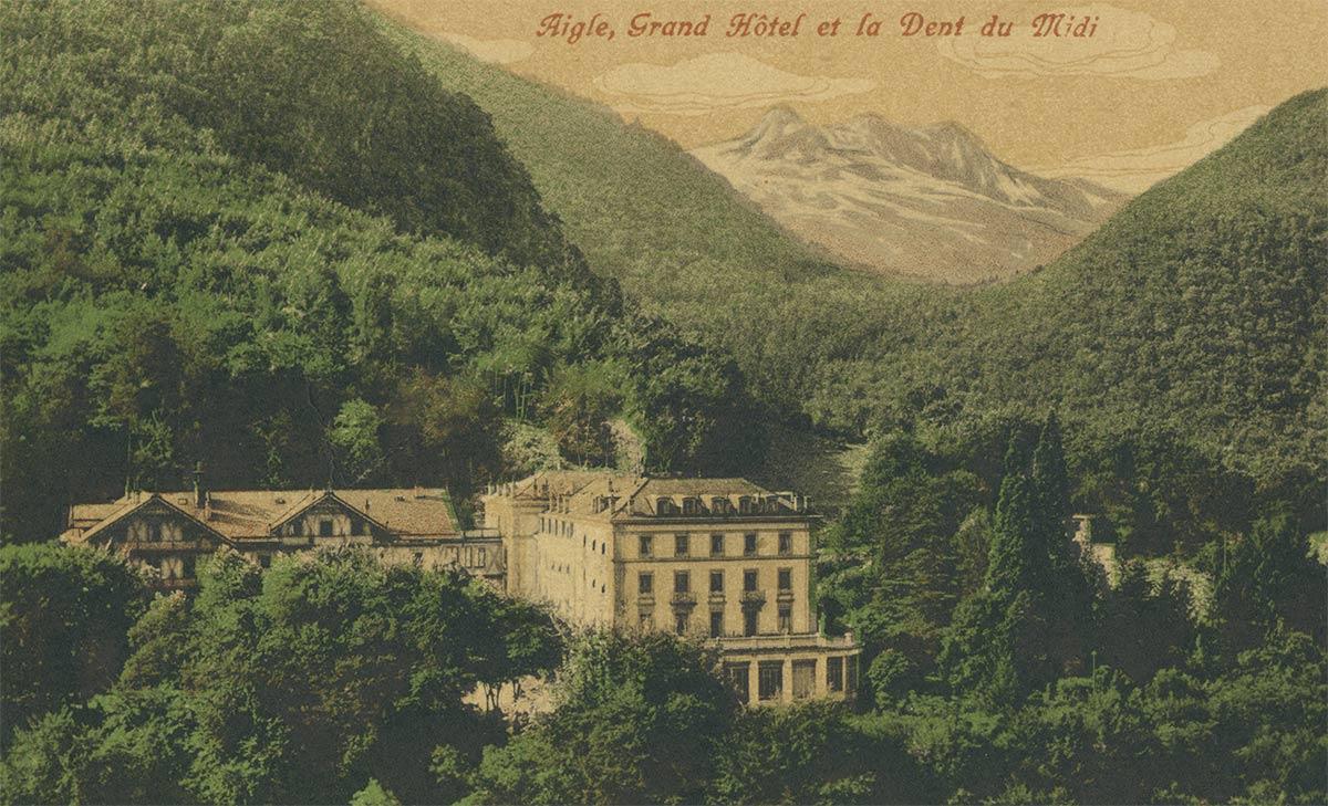 Construit par l'architecte aiglon Louis Bezencenet entre 1871 et 1872, le Grand Hôtel des Bains d'Aigle était destiné à une clientèle étrangère fortunée. De style néo-classique typique du milieu du XXe siècle, l'hôtel était doté de cent vingt-trois chambres et salons. L'utilisation des anciennes salines d'Aigle et des célèbres eaux de Fontanney garantissait à cet hôtel tous les avantages d'un établissement de bains froids et salins des mieux organisés. Les belles forêts de hêtres et de sapins aux portes de l'hôtel et dans lesquelles étaient tracés de nombreux sentiers offraient des promenades toujours ombragées où l'air s'imprégnait de mille odeurs aromatiques et fortifiantes.
