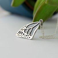 Petit collier papillon