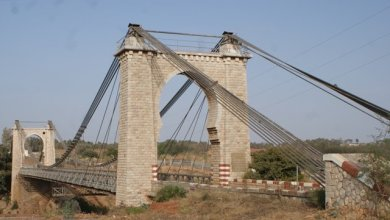 Photo de Pont métallique suspendu à Oued Cherrat: La charge des poids lourd limitée