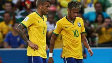 Photo de Neymar perd le brassard, Alves passe aux commandes