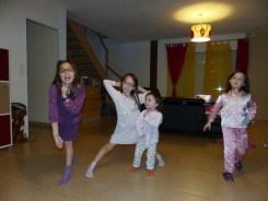 C'est la fête à la maison on danse