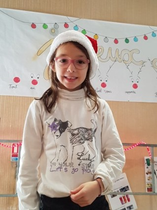 Tycia après avoir chanté pour le marché de Noël du village