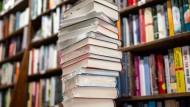 Quiz: Ausgedacht oder Herbstprogramm – welche Bücher gibt es wirklich?