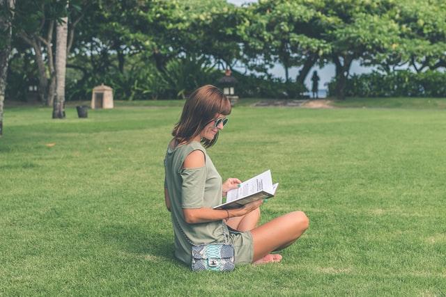 """Mein erstes aufgeschlagenes Knie! Gerda Raidts Kinderbuch """"Limonade im Kirschbaum"""""""