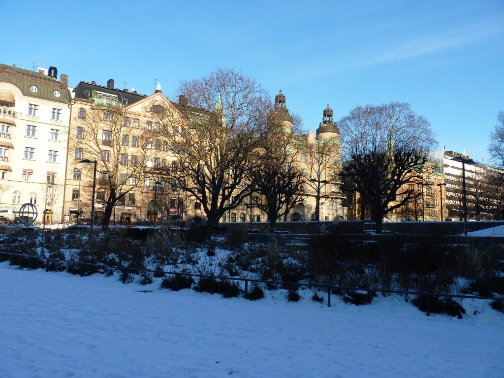square enneigé devant le clarion hotel sign à stockholm