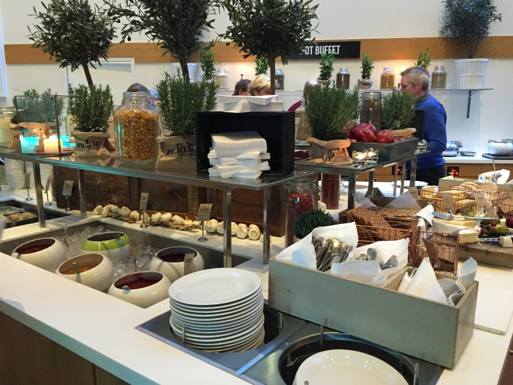 clarion-hotel-sign-buffet-breakfast