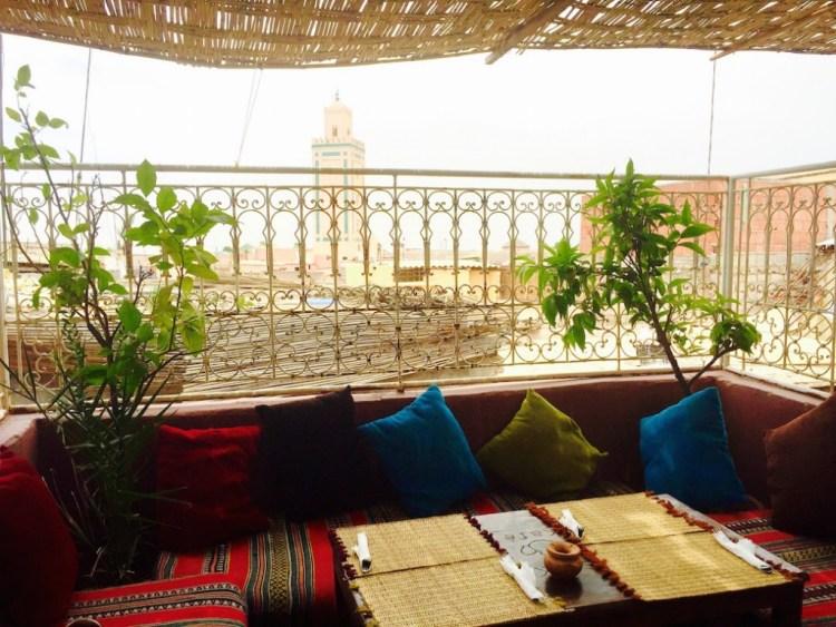 marrakech-cafe-arabe-vue-medina