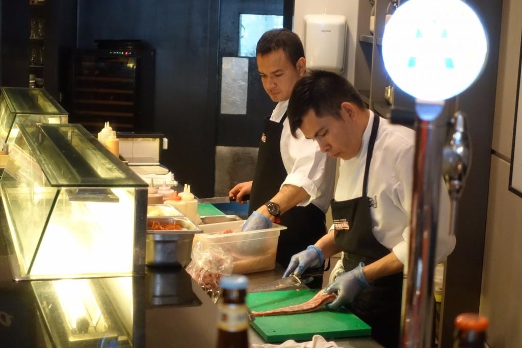 les-exploratrices-barcelone-santz-ceviche103-restaurant-preparation