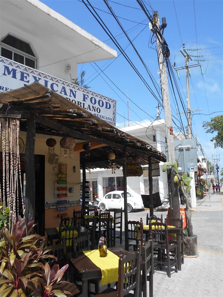 Restaurant-Rincón-Poblano-sur-la-avenida-de-Tulum