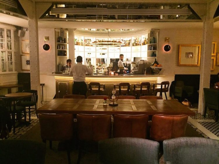les-chouettes-restaurant-paris-exploratrices-bar