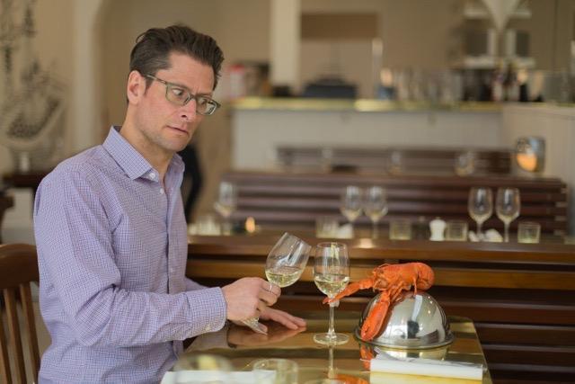 lobster-bar-patron