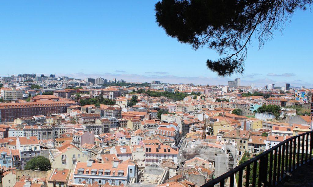 lisbonne-explorer-ville-vue-miradouro-graca