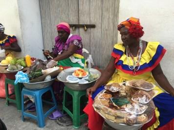 femmes dans la vieille ville de carthagène