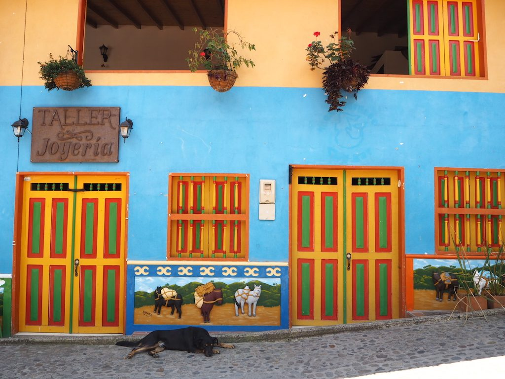 colombie-guatape-village-medellin