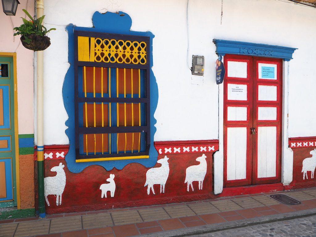 guatape-village-colore-region-medellin
