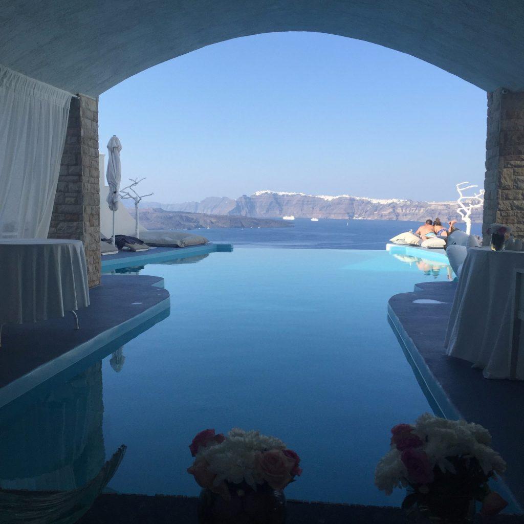 les-exploratrices-astarte-suites-piscine-santorin