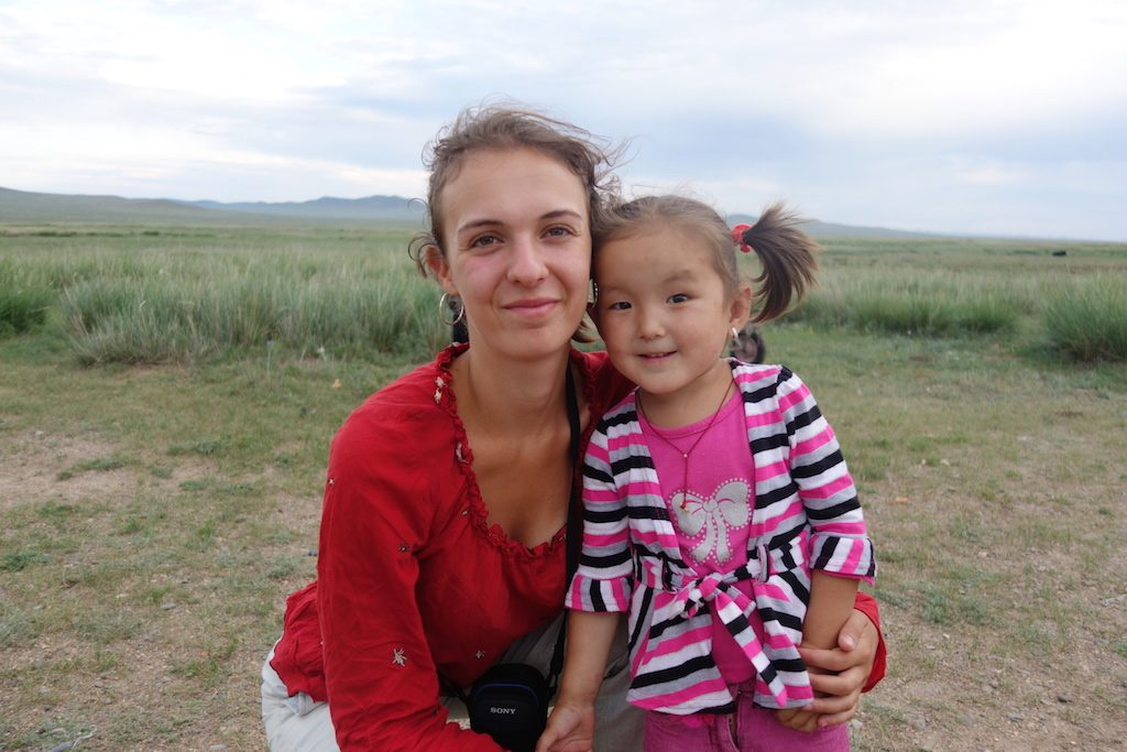 mongolie-famille-nomade-enfant-enkhchin