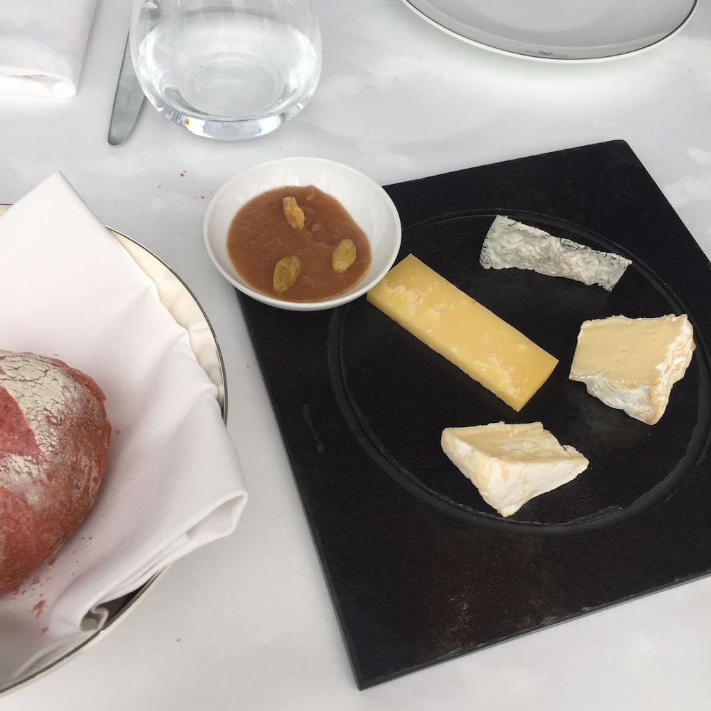 the-peninsula-loiseau-blanc-assiette-dessert