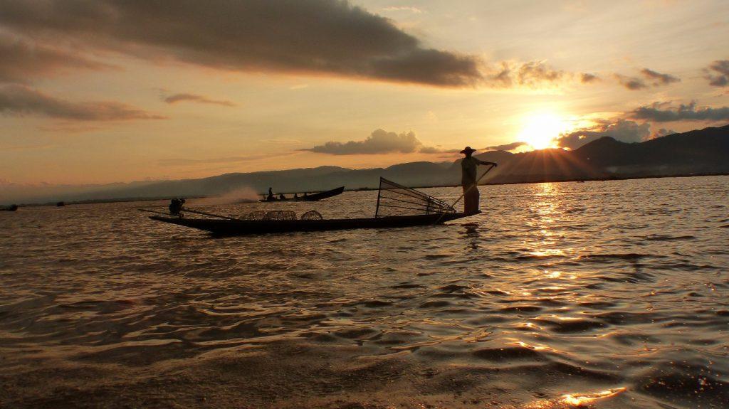 les-exploratrices-myanmar-lac-inle-pecheur
