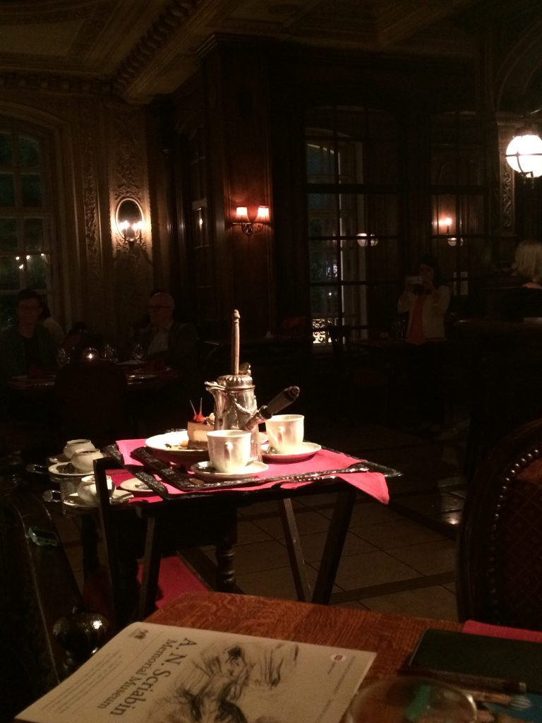 les-exploratrices-moscou-russie-cafe-Pouchkine