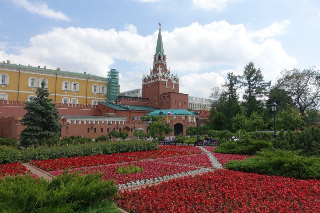 les-exploratrices-moscou-russie-fanny-kremlin-fleurs