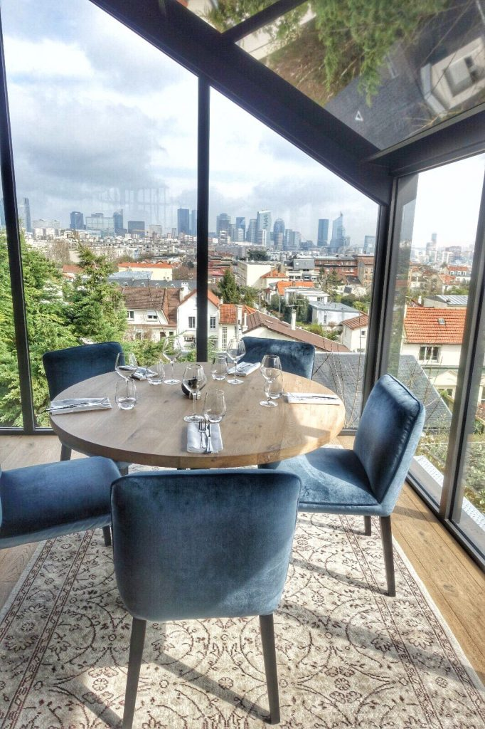 les-exploratrices-restaurant-92-bistro-lahaut-suresnes-table-vue-paris