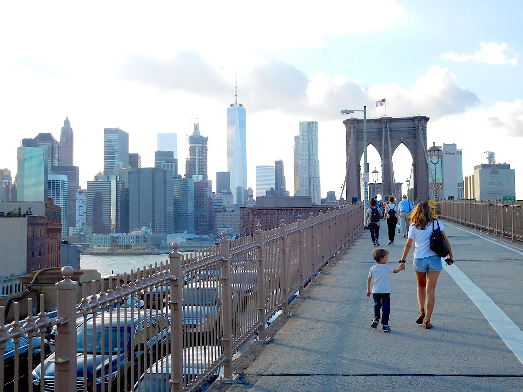 newyork-enfant-brooklyn-bridge-les-exploratrices-voyager-avec-un-enfant