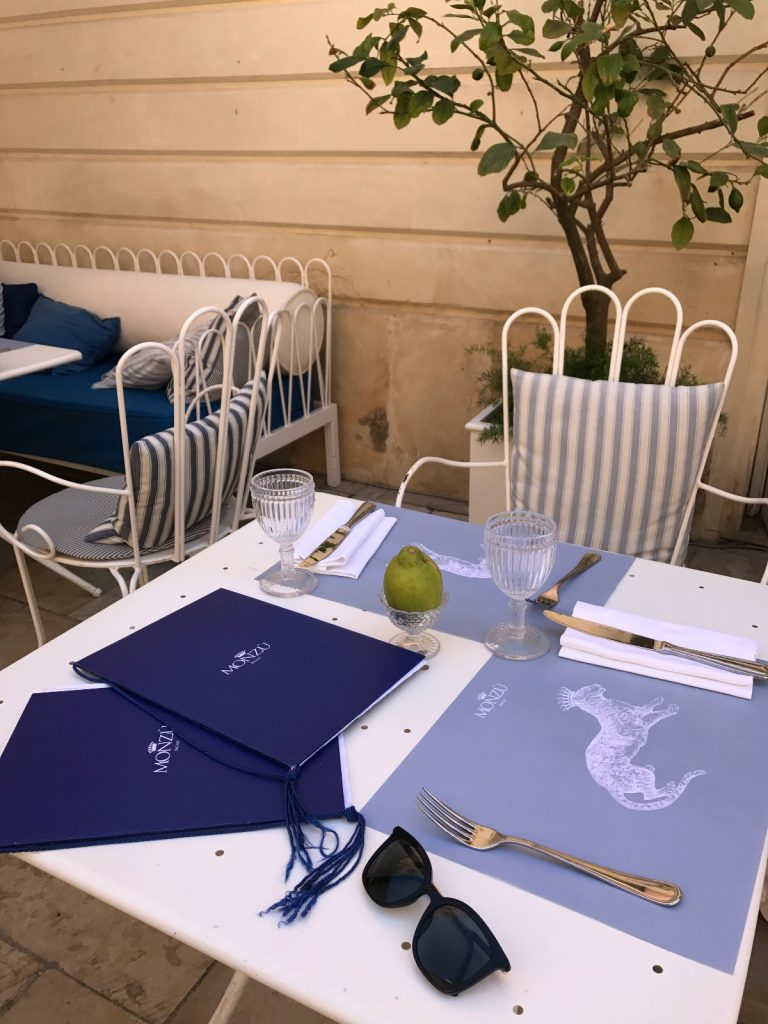les-exploratrices-roadtrip-sicile-ortigia-restaurant-dejeuner-sud de la Sicile