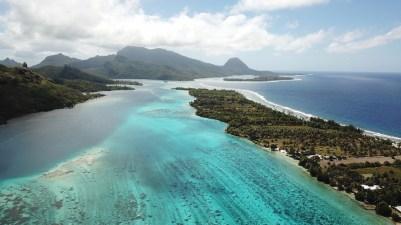 la polynésie française et l'île de huahine vue du ciel
