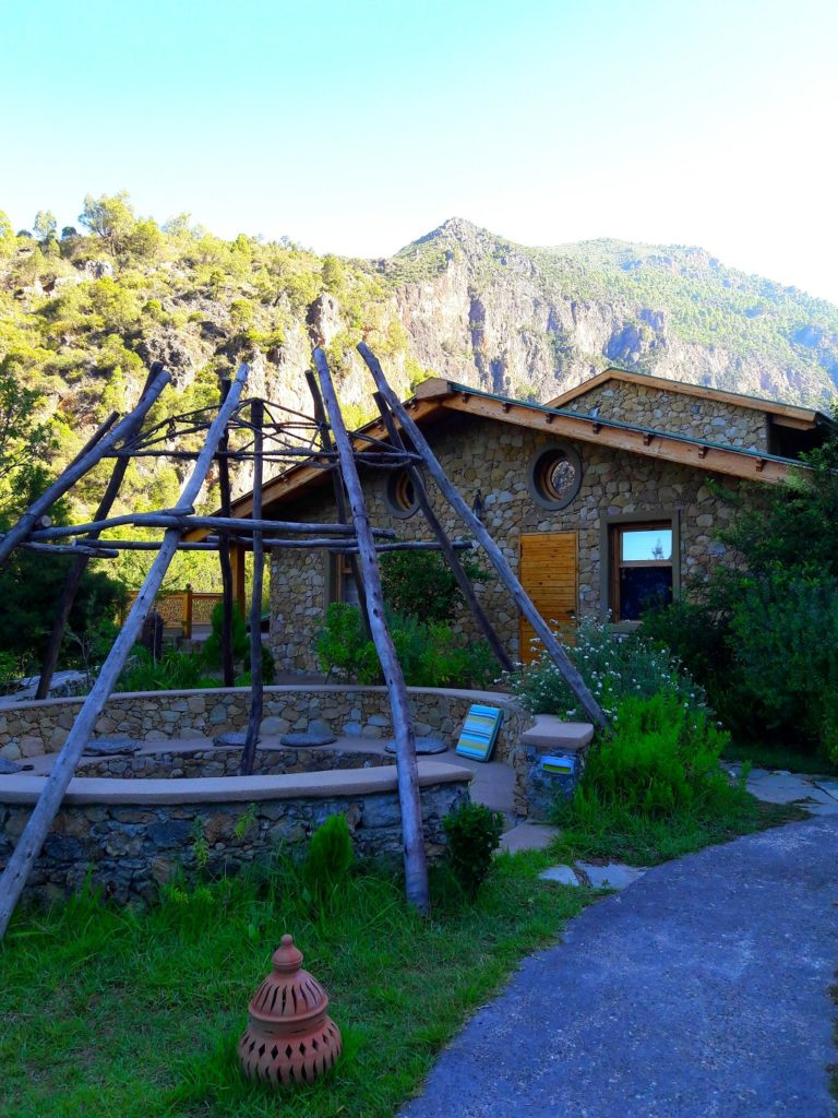 maroc-nord-akchour-lily-les-exploratrices-ermitage-chalet-ecolodge
