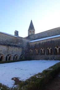var-abbaye-du-thoronet-neige