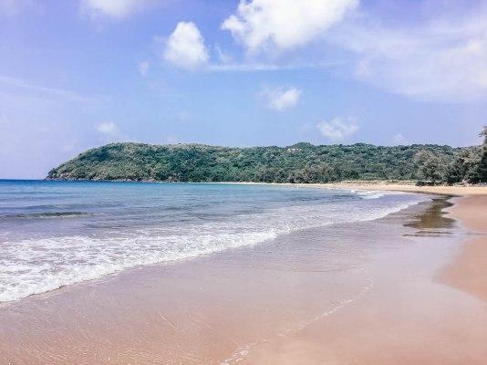 vietnam-airlines-plage-archipel-explorer-le-vietnam-seul-au-monde