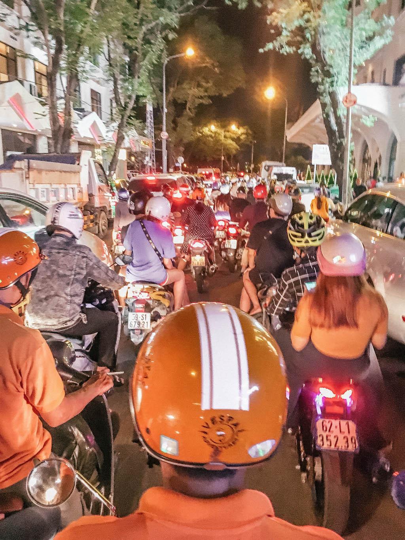 vietnam-airlines-rue-deux-roues-explorer-le-vietnam