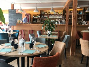 finistere-nord-carantec-restaurant-table-de-ty-pot-interieur