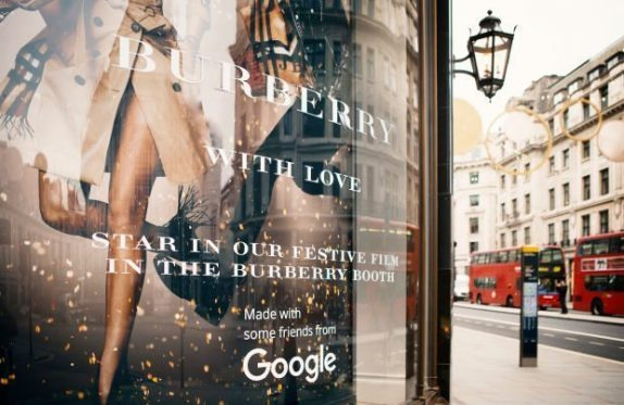 BURBERRY BOOTH INTERACTIVE HOLIDAY CAMPAIGN