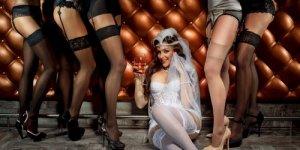 cours d effeuillage burlesque evjf paris les feetardes