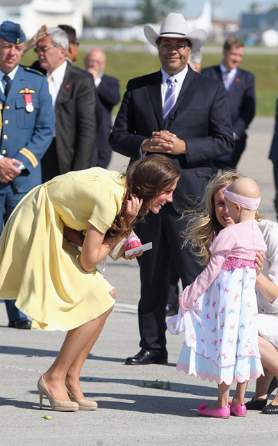 La duchesse de Cambridge et une petite fille atteinte d'un cancer