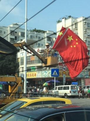 Après le jour férié , il faut enlever tous les drapeaux installés pour l'occasion !