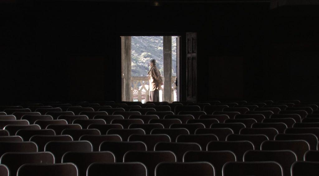 La salle de cinéma années 30 de l'hôtel Belvédère du Rayon Vert à Cerbère. Image du film Cerbère, produit par Ménage a trois productions, réalisé par Olivier Moulaï