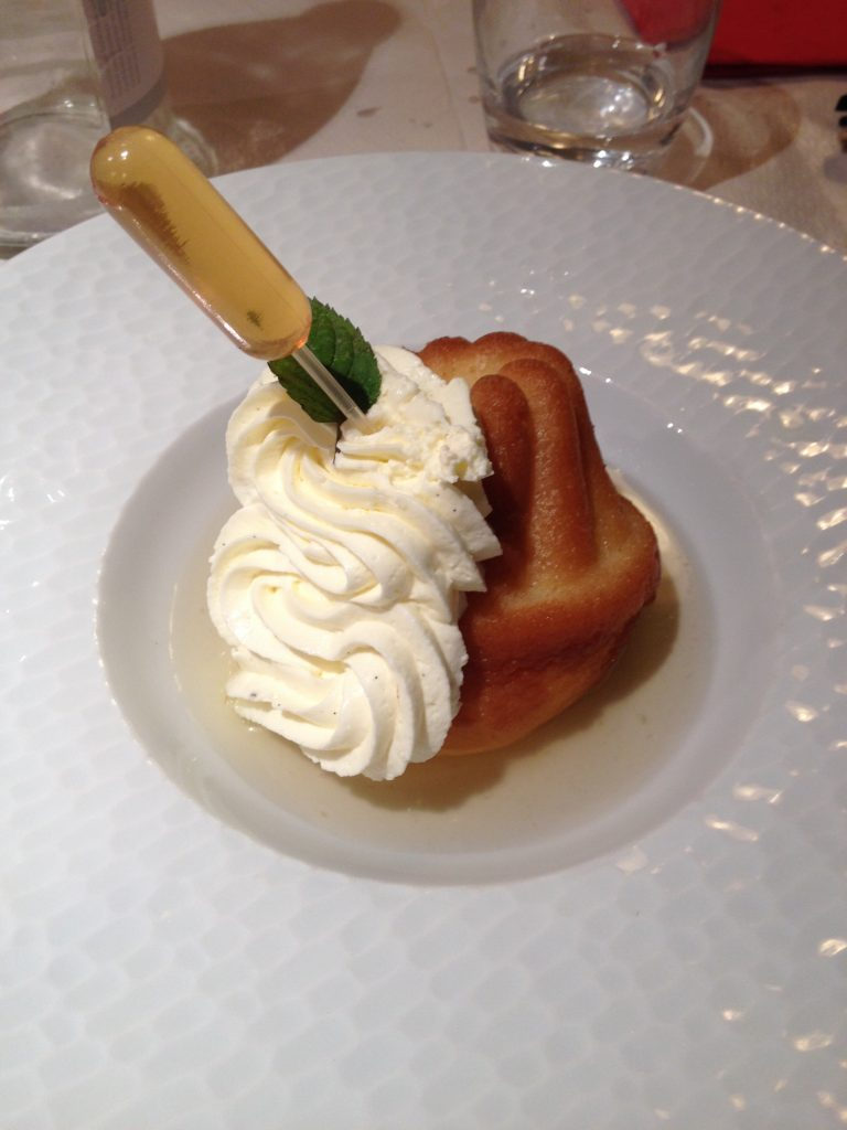 Dessert du restaurant le Freiberg baba au rhum.