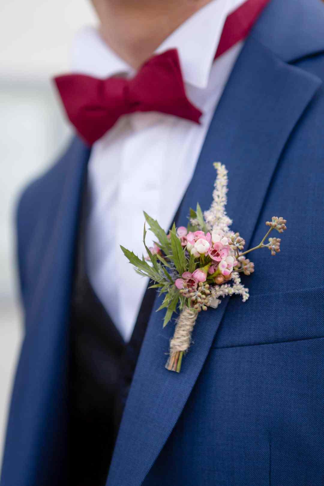 Boutonniere-fleurs-ete-mariage